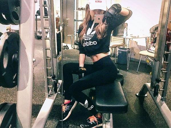 ゆんころ,トレーニング,インスタ,画像,女性,筋肉