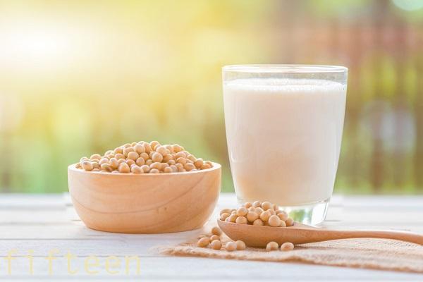 「アミノ酸(チロシン)」を多く含む食べ物 ⇒メラニン色素の原料になる